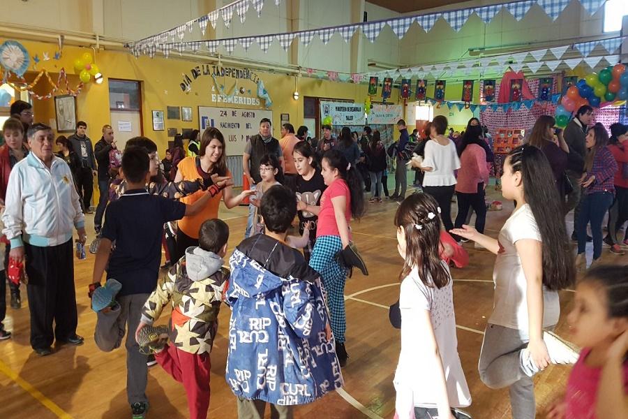 """Gran cantidad de familias disfrutaron de la Expo Kermes """"Acá Jugamos Todos"""""""