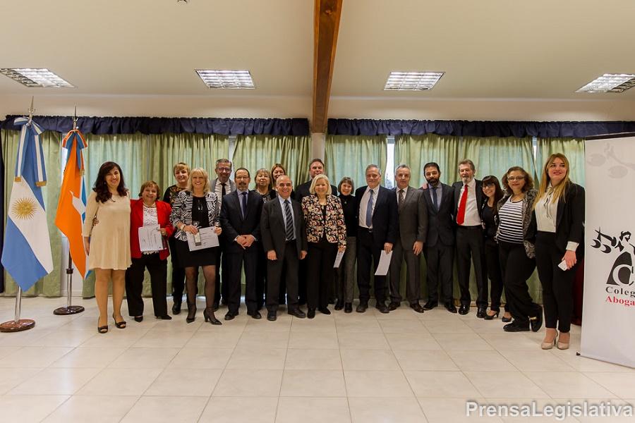 El Colegio de Ushuaia homenajeó a los primeros letrados matriculados