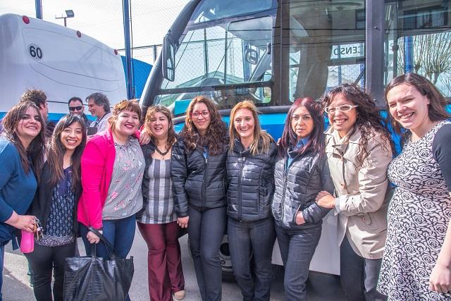 En Ushuaia, presentaron a las flamantes choferesas del transporte público