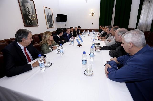 Senadores del justicialismo se reunieron con la conducción de la CGT