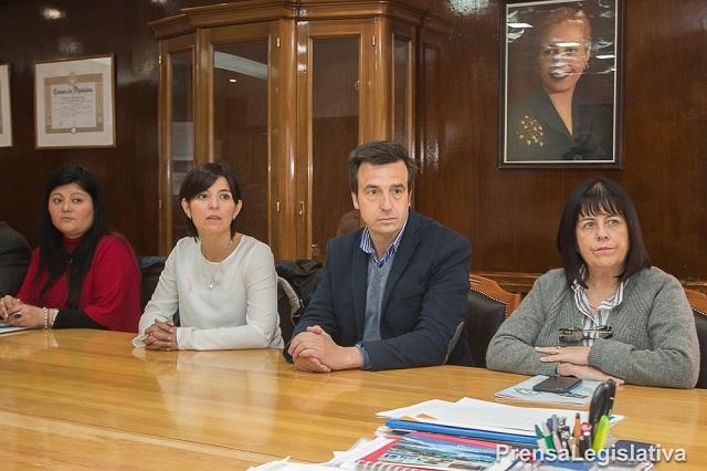 La Gobernadora elogió el trabajo de los legisladores en la firma de convenios