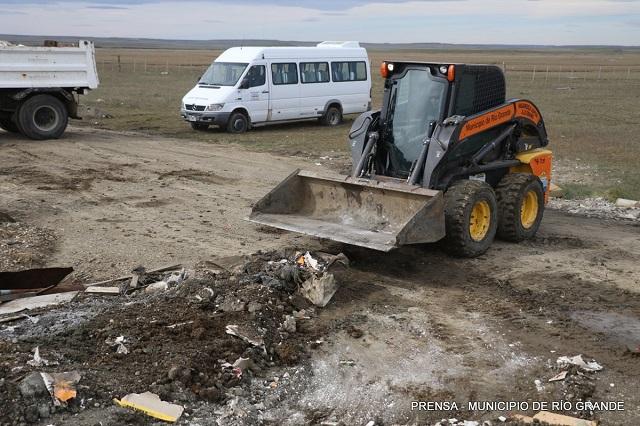 Otra vez el Municipio tuvo que limpiar un basural clandestino