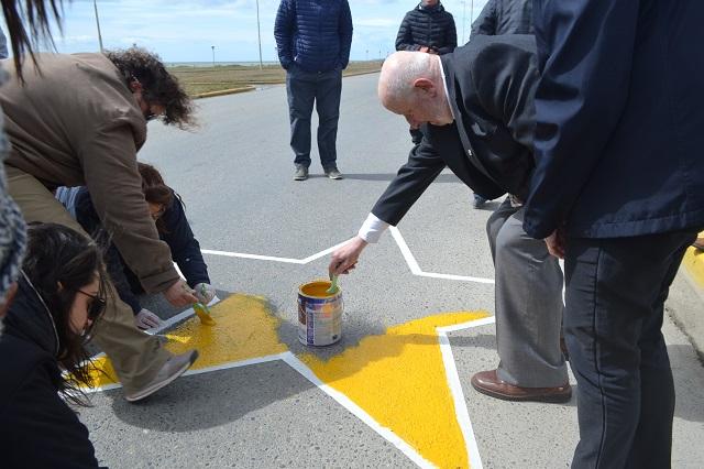 Pintaron una estrella amarilla donde murió el padre Zink.