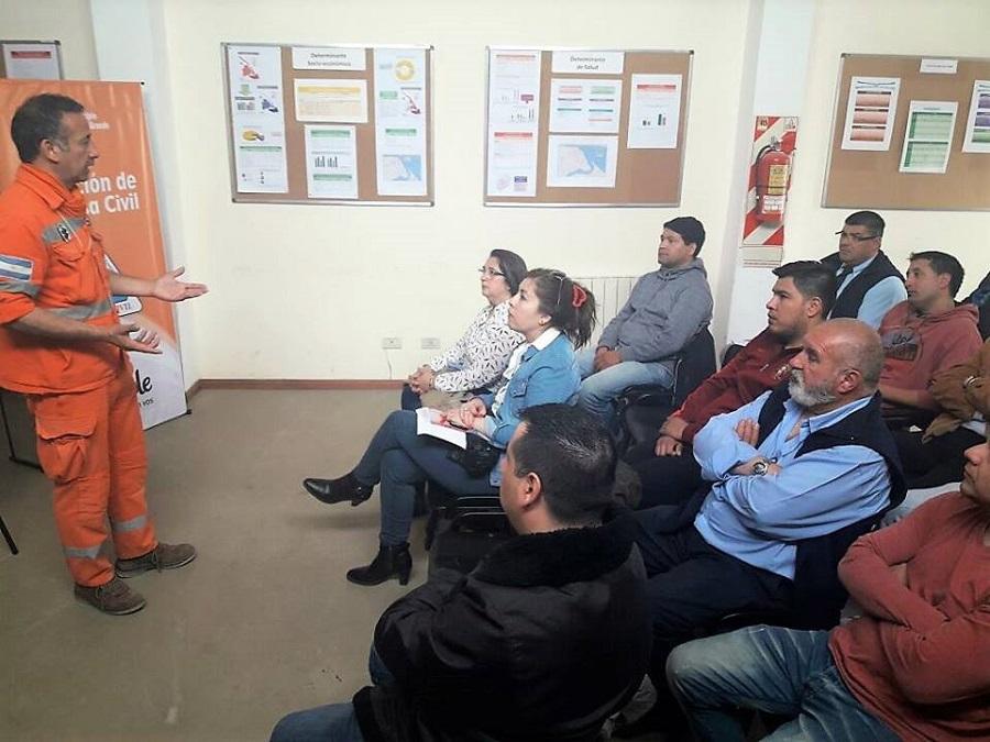 Defensa Civil capacita a choferes de colectivos en primeros auxilios y RCP