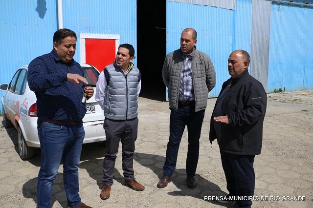 Funcionarios municipales recorrieron las instalaciones de la firma City Bus