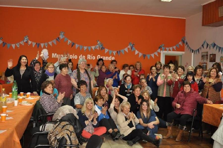 La coordinación de Tercera Edad cierra el año con un baile familiar