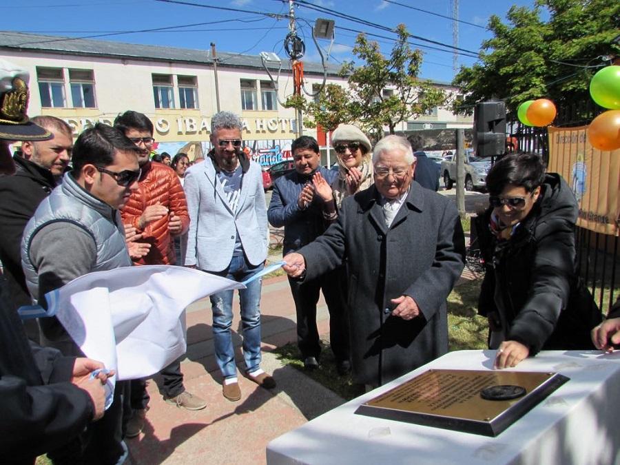 Se recordó los 80°  años de la plaza  principal Almirante Brown
