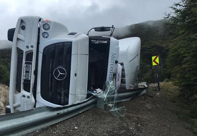 Camión de la empresa Logan volcó en la ruta 3, en cercanías de Ushuaia