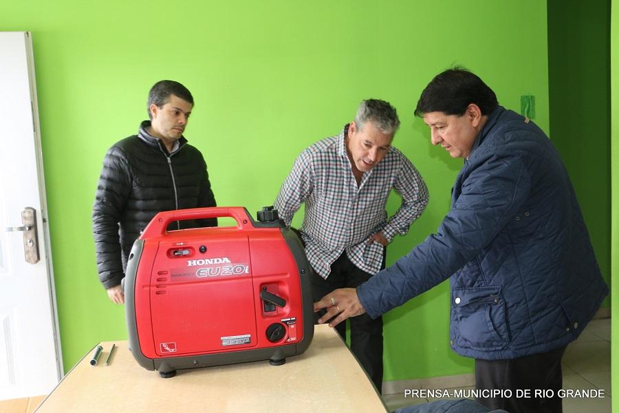 El Municipio continúa entregando equipos generadores de respaldo para vecinos electro dependientes