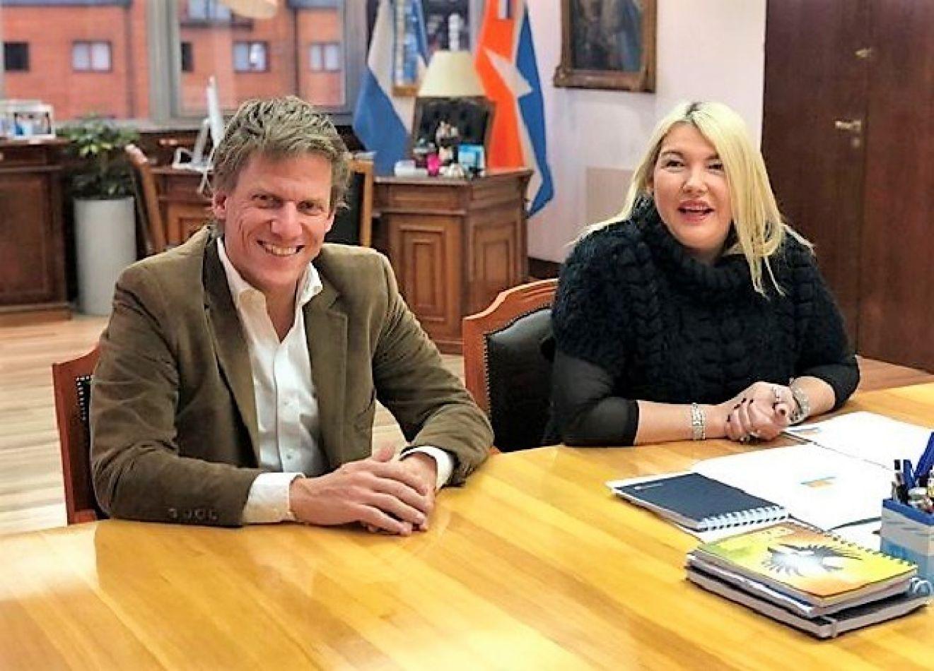 Gastón Fossati,de ARBA  y la gobernadora de Tierra del Fuego, Rosana Bertone, encabezaron el acto de la firma del convenio