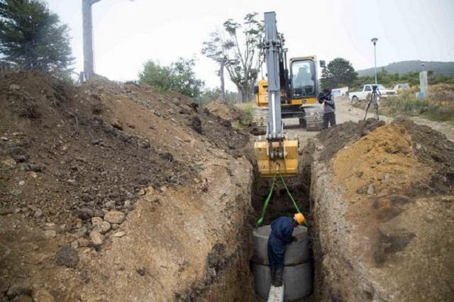 Funcionarios provinciales recorrieron obras de agua y cloacas