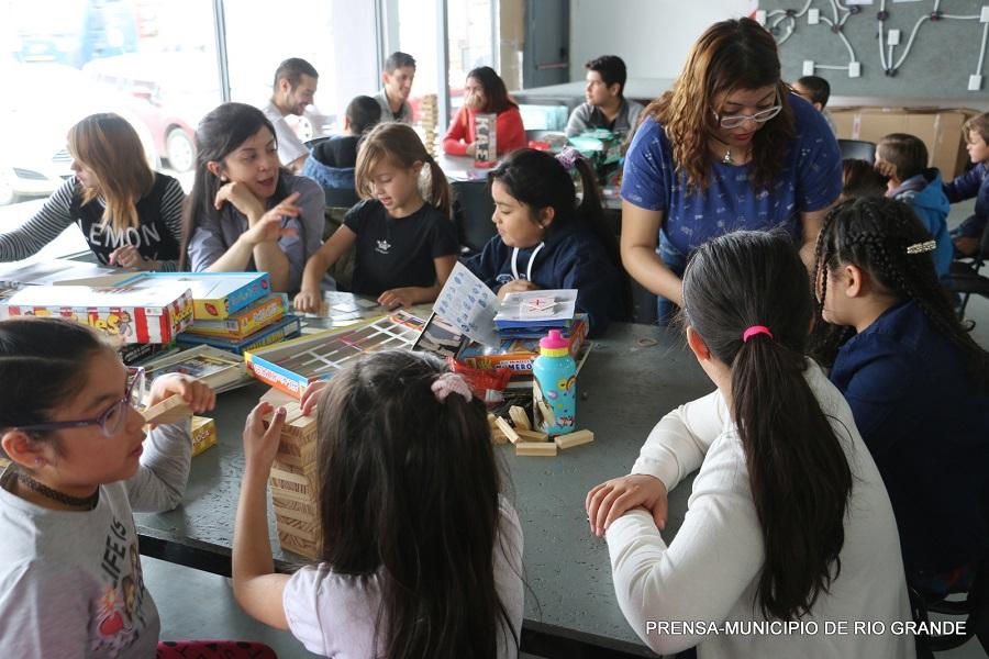 Niños participan de la Juegoteca en Desarrollo Laboral y Tecnológico