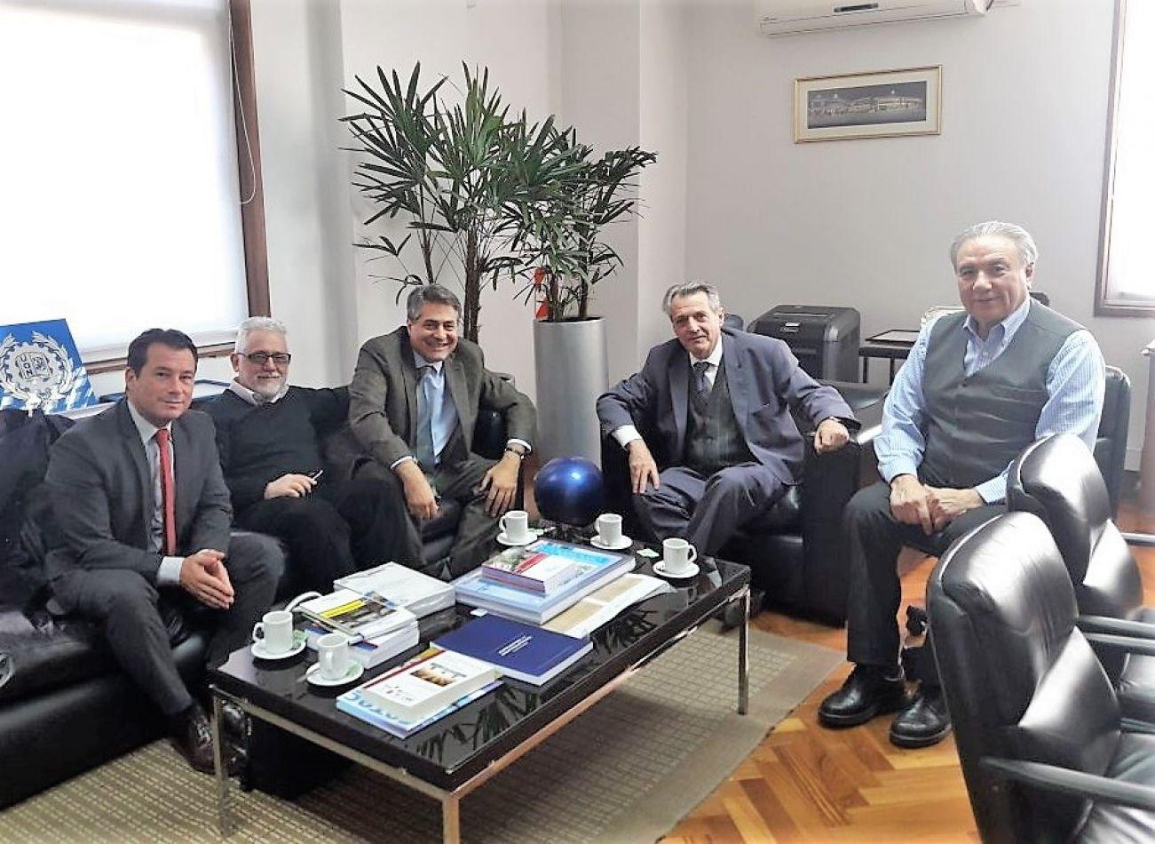 Lic. Javier De Maggi Protocolo de UCES, el Lic. José Fliguer Vicerrector UCES, el Rector UCES Dr. Gastón O'donnell, Rector UTN Ing. Héctor Aiassa y el