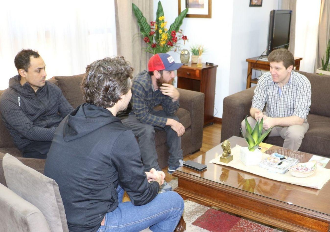 Reunión en la intendencia con el ciclísta Juan Pablo Romero
