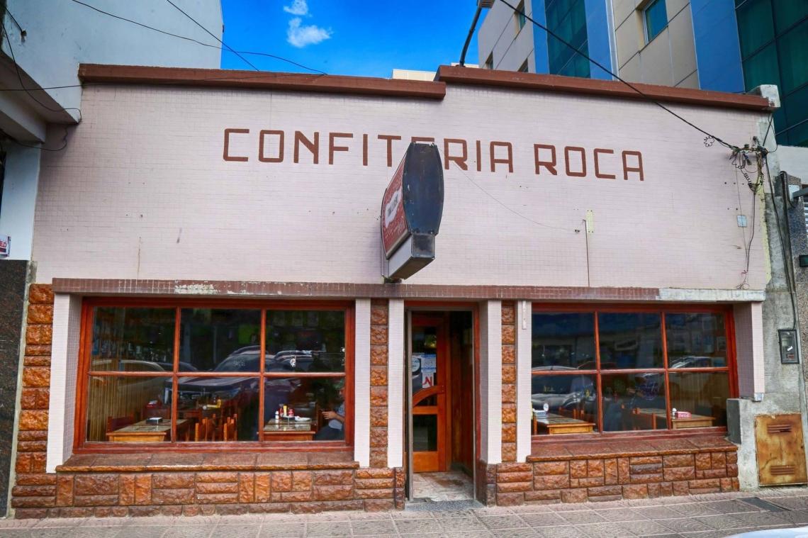 Un aniversario particular: La confitería El Roca va camino a los 50