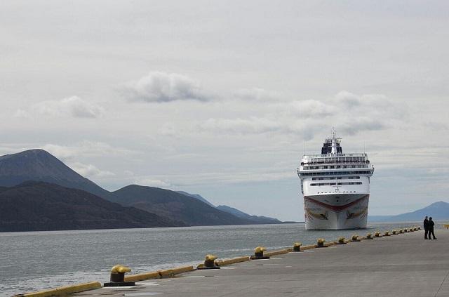 Buscan incrementar la cantidad de cruceros que amarran en Ushuaia