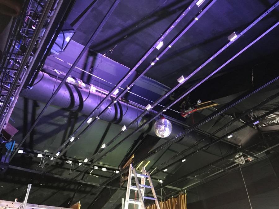 Tareas de mejoras en sonido e iluminación en la Casa de la Cultura