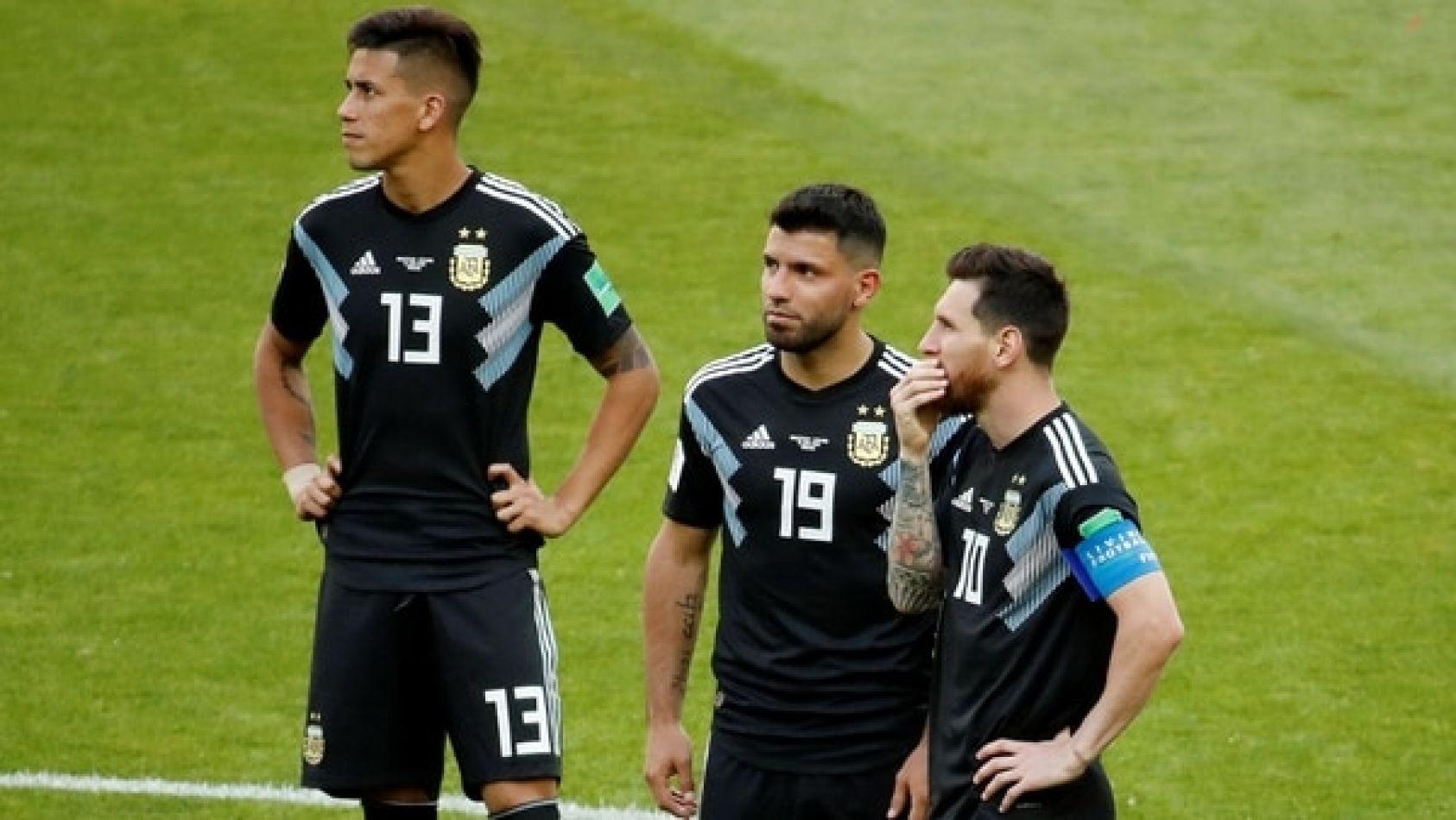 Los históricos y más experimentados de Argentina, Lionel Messi y Sergio Agüero, y el recién llegado Maximiliano Meza.