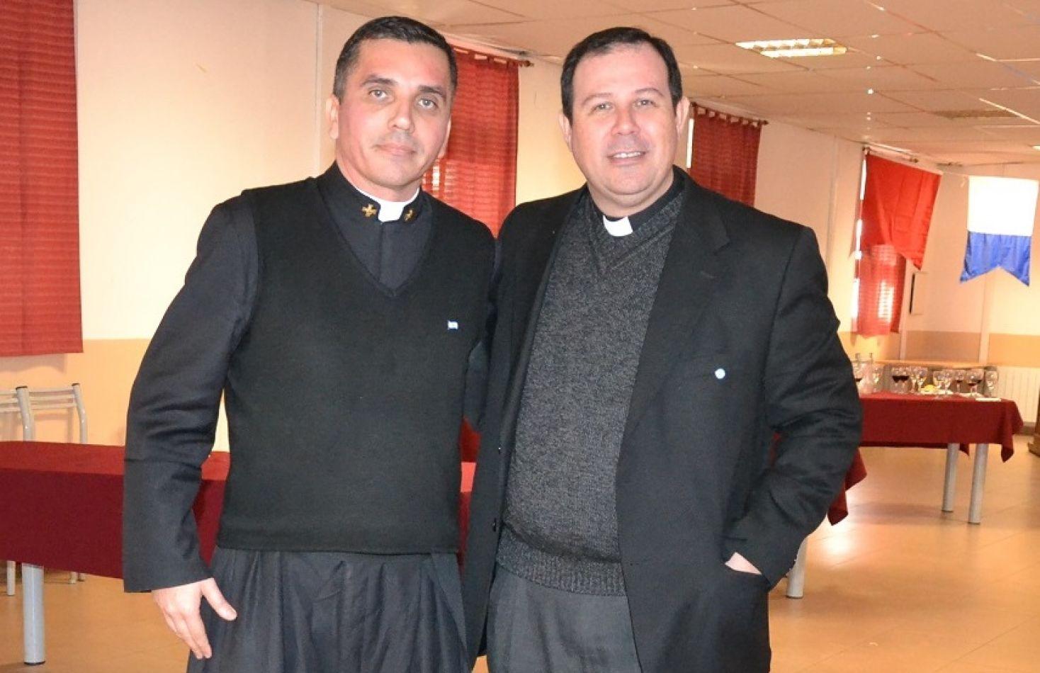 El Presbítero Pablo Caballero Karanik junto a su par Walter Portells.