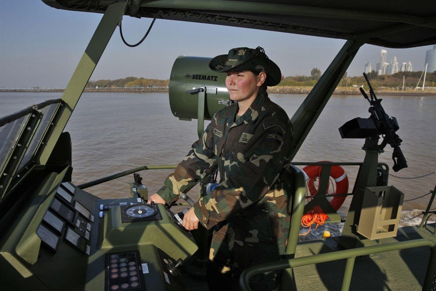 La subprefecta Lorena Franceschi forma parte de la segunda promoción de mujeres de la Prefectura Naval