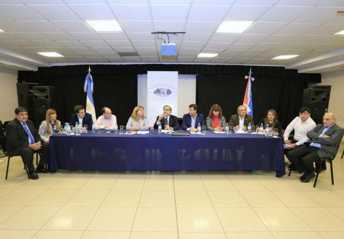 Reunión de comisión de la Legislatura Provincial.