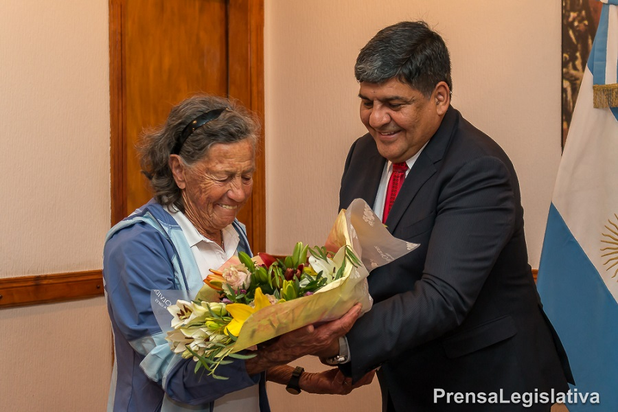 Elisa Sampietro de Forti, maratonista de 83 años visitó la Legislatura.