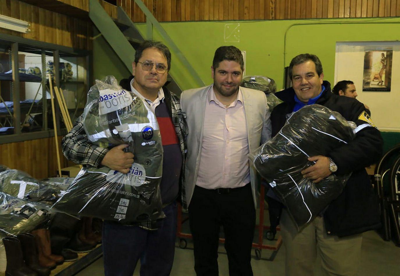 La Dirección Provincial de Vialidad entregó indumentaria a personal