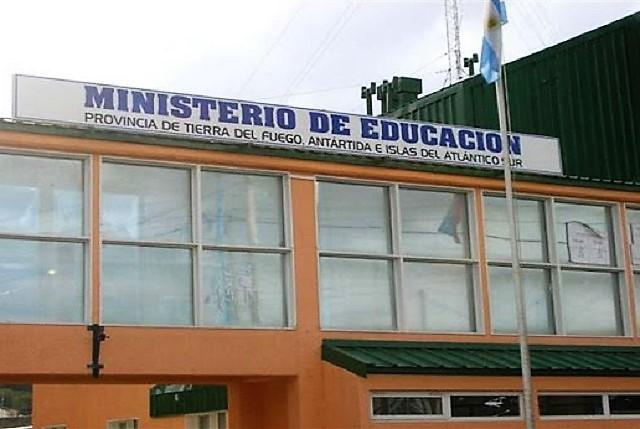 Gobierno dio de baja 184 comisiones de servicios docentes