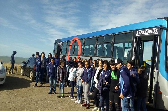 El Municipio y City Bus trasladaron a estudiantes hasta la Carpa de la Dignidad