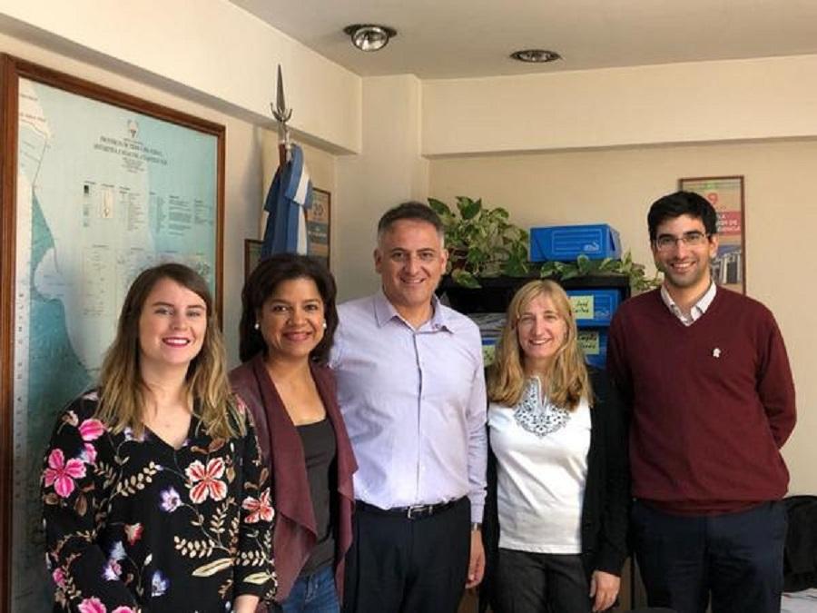 Embajada de EE.UU presentó al ministro Romero el programa de becas para estudiantes