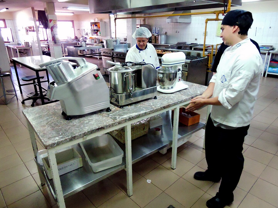 El Hospital Regional de Río Grande recibió equipamiento para el área de la cocina