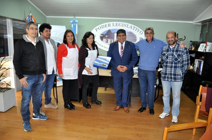 El Vicegobernador entregó Bandera de ceremonias a maestros bicontinentales