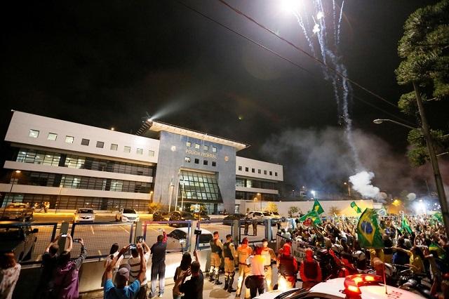 Bajo estricta custodia: Lula da Silva pasó su primera noche en prisión