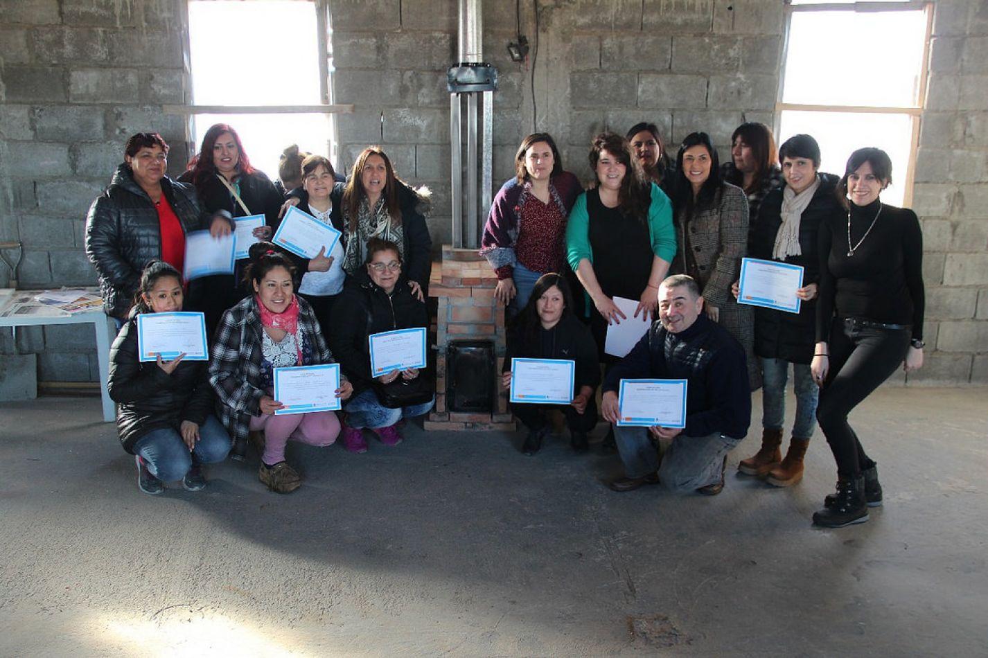 Gobierno entregó diplomas a participantes del taller de estufas SARA