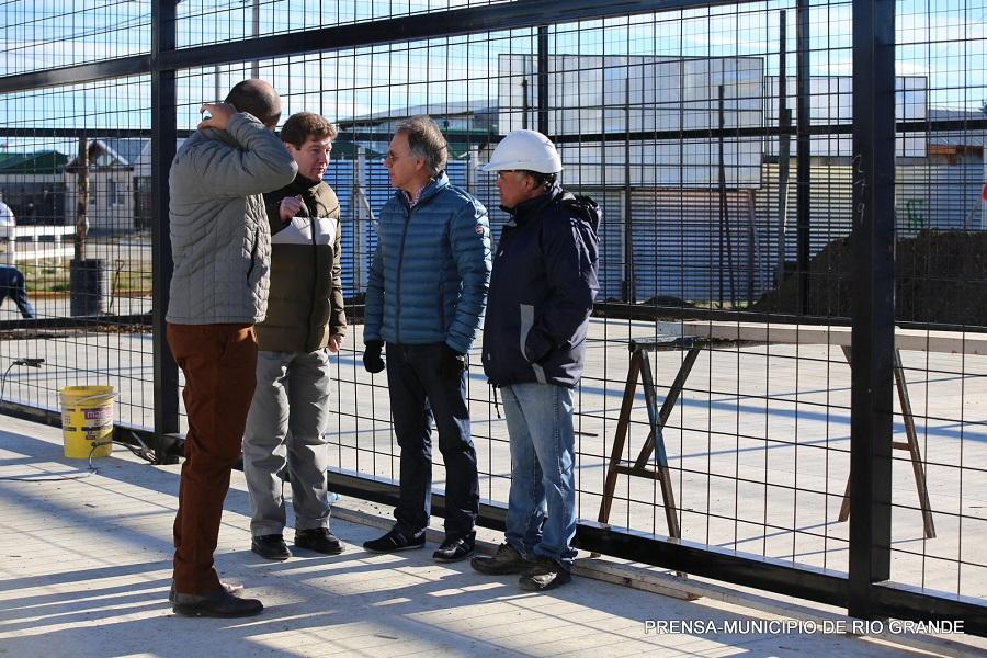 Melella recorrió la obra del Gimnasio a cielo abierto en el B° Malvinas Argentinas