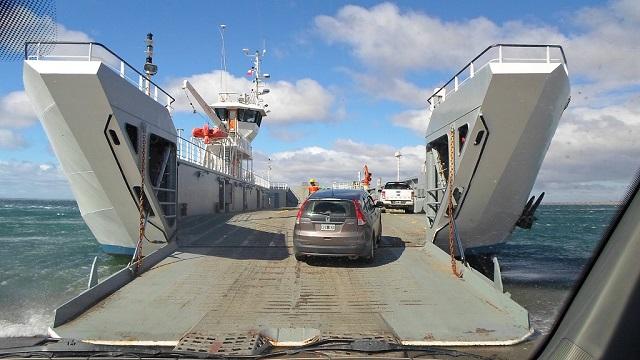 De manera temporal, suspenden el cruce de barcazas en Bahía Azul