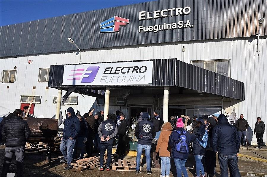 Trabajadores protestan en Electrofueguina por persecusión laboral
