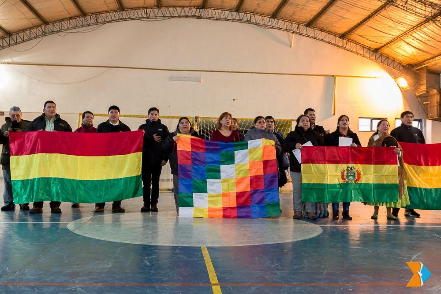 Acto por el aniversario de Bolivia.