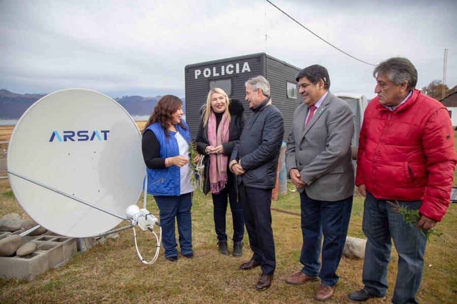 Se inauguraró los puntos digitales de Almanza y Tolhuin