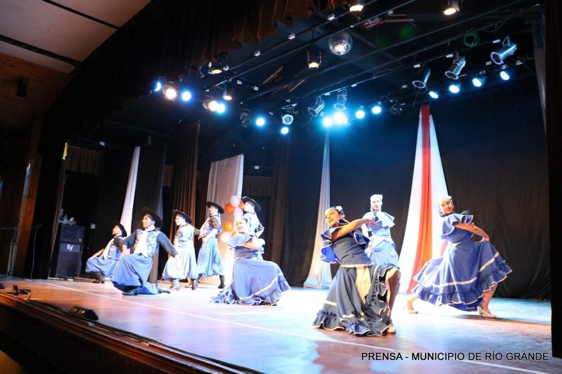 La Casa de la Cultura celebró 31 años con un espectáculo de canto y danza