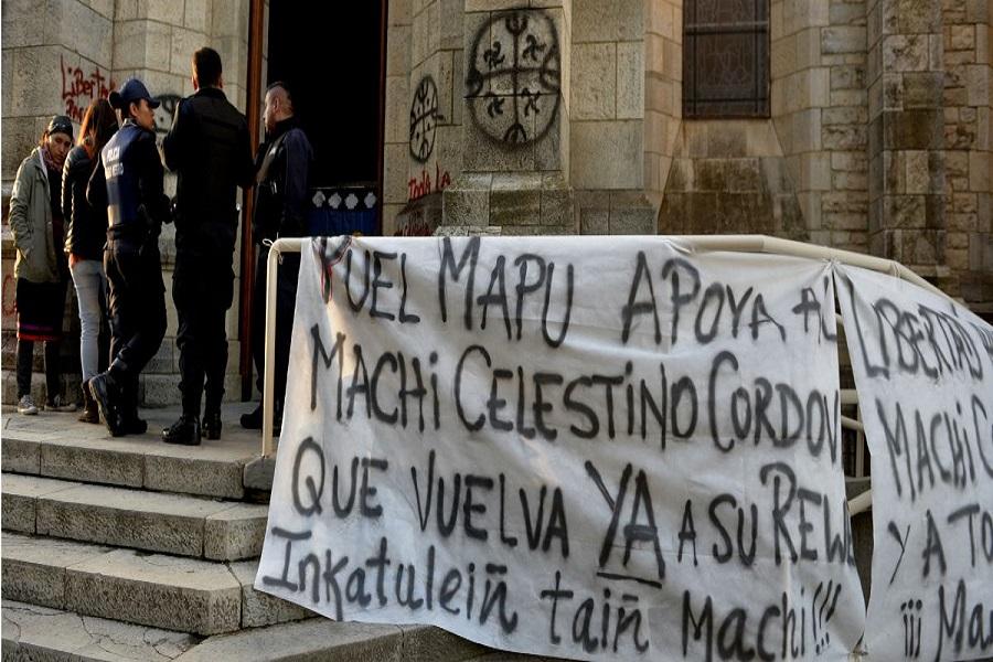 Mapuches tomaron la catedral de Bariloche