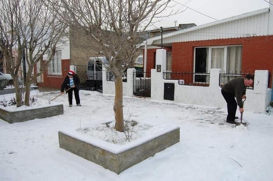 El municipio recuerda que es responsabilidad de todos mantener las veredas libres de nieve y escarcha
