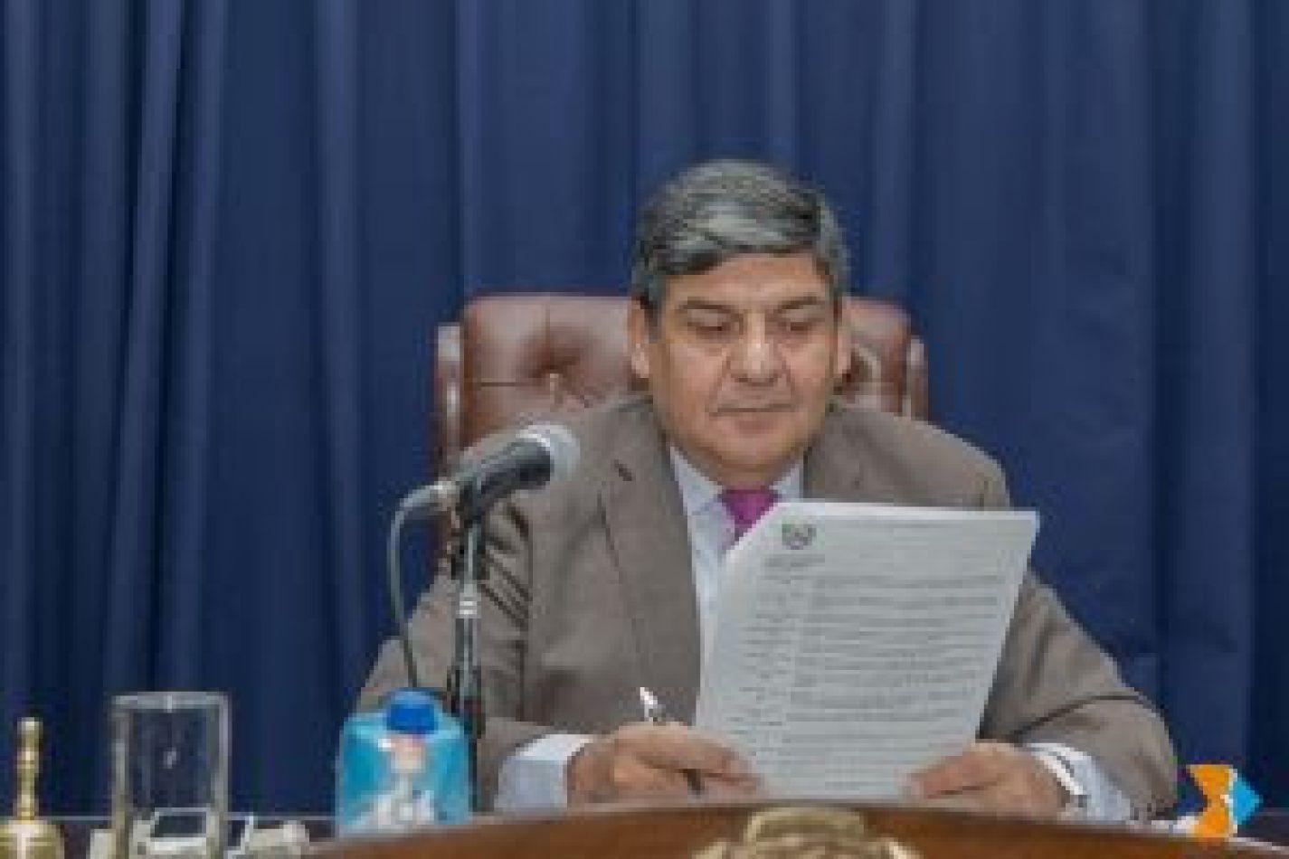 El titular del Parlamento, vicegobernador Juan Carlos Arcando