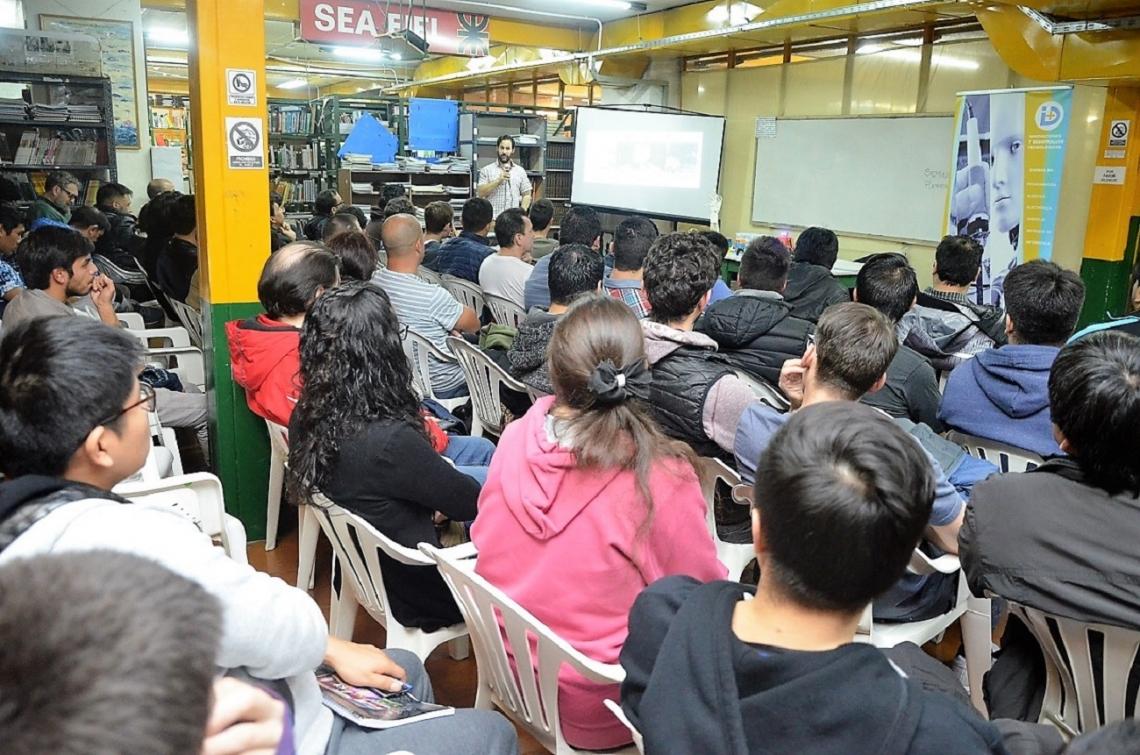 La UTN brindó un seminario de Robótica