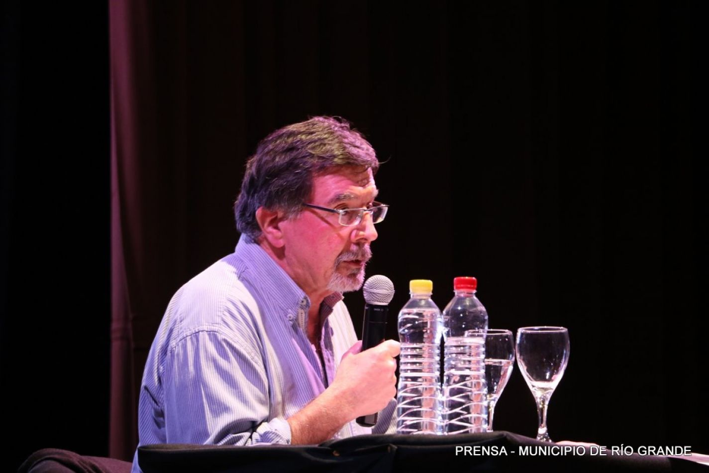 ex Ministro de Educación de la Nación, Dr. Alberto Sileoni, disertó en las ciudades de Río Grande y Ushuaia