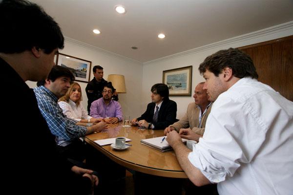 Gustavo Melella y los concejales durante el primer encuentro formal.
