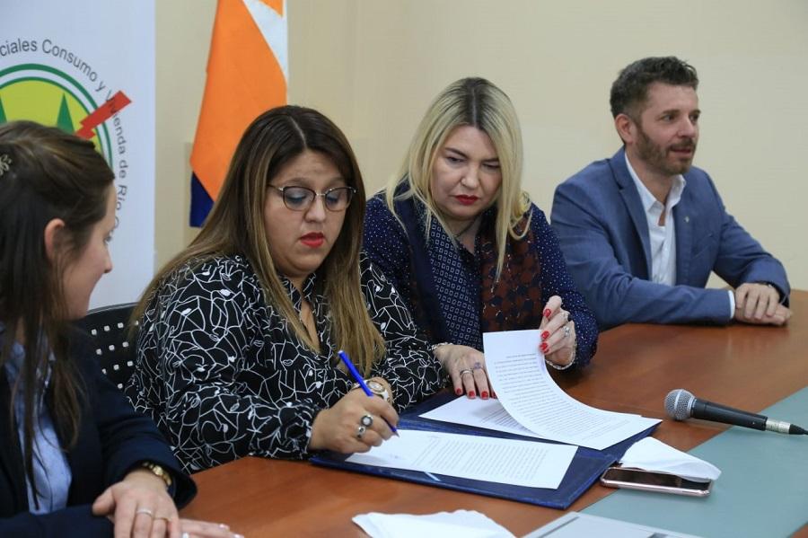 La Cooperativa de Río Grande firmó convenio con Gobierno para facilitar inscripciones de defunción