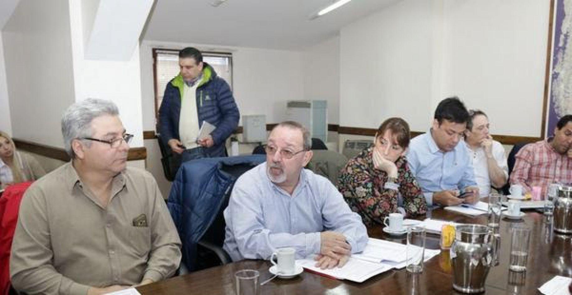 Guillermo Ruckauf, junto a miembros de su gabinete