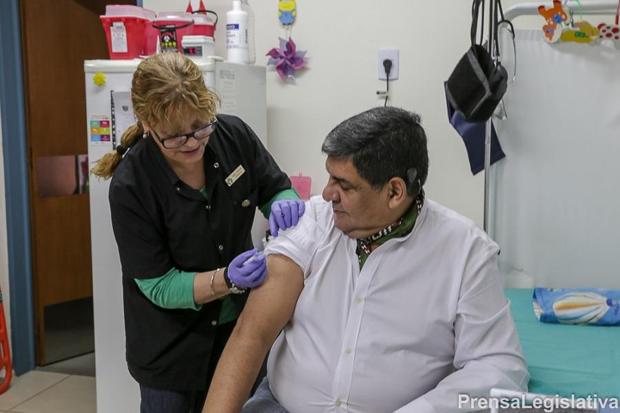 Arcando resaltó la campaña de vacunación antigripal en la Provincia