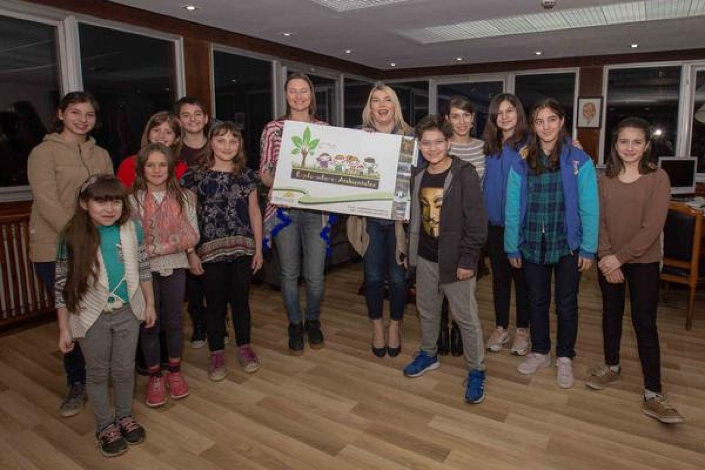 """""""Guardianes Ambientales"""" es una fundación donde participan por un lado niños de 5 a 12 años y por el otro lado, los adultos"""